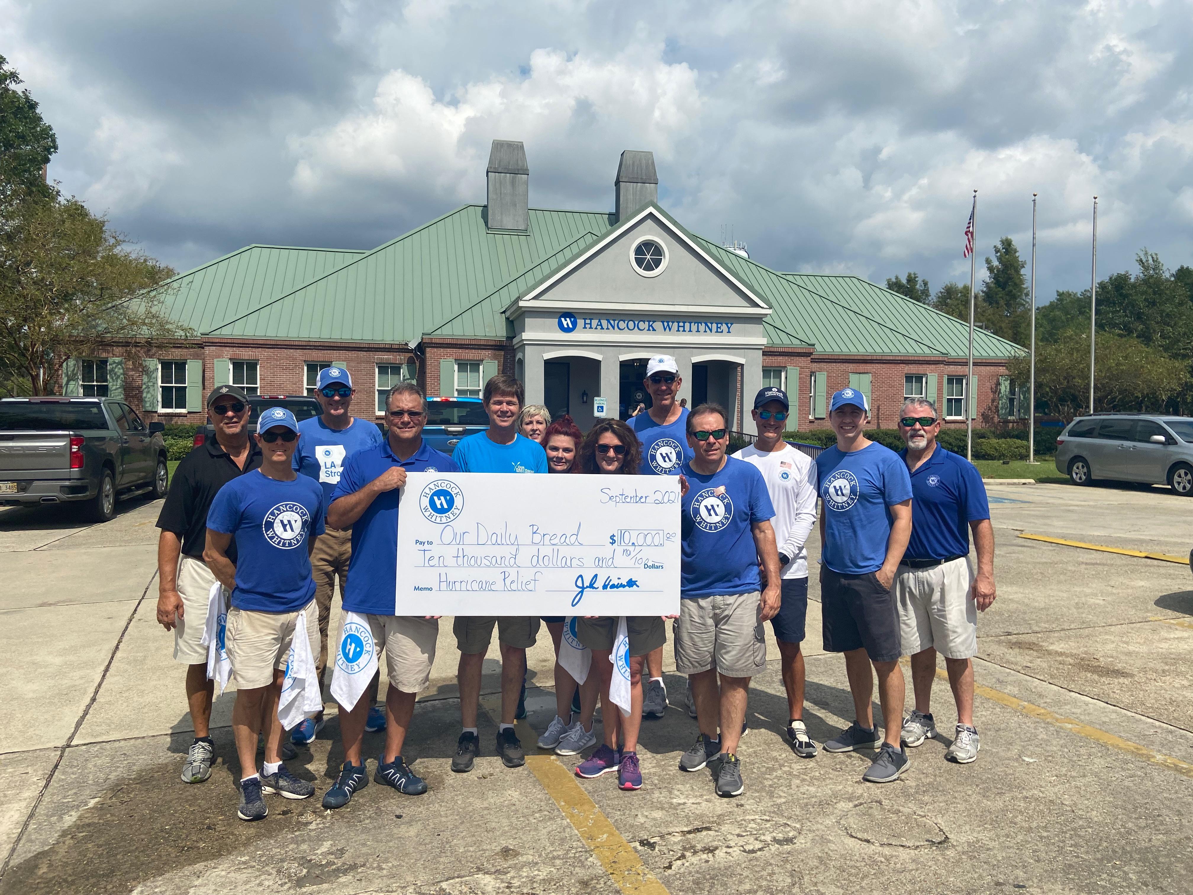 Hancock Whitney Helps Hammond Hurricane Ida Recovery with $10K Donation to Local Food Bank